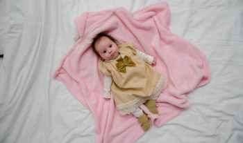 How to dress and care for newborn baby in cold weather