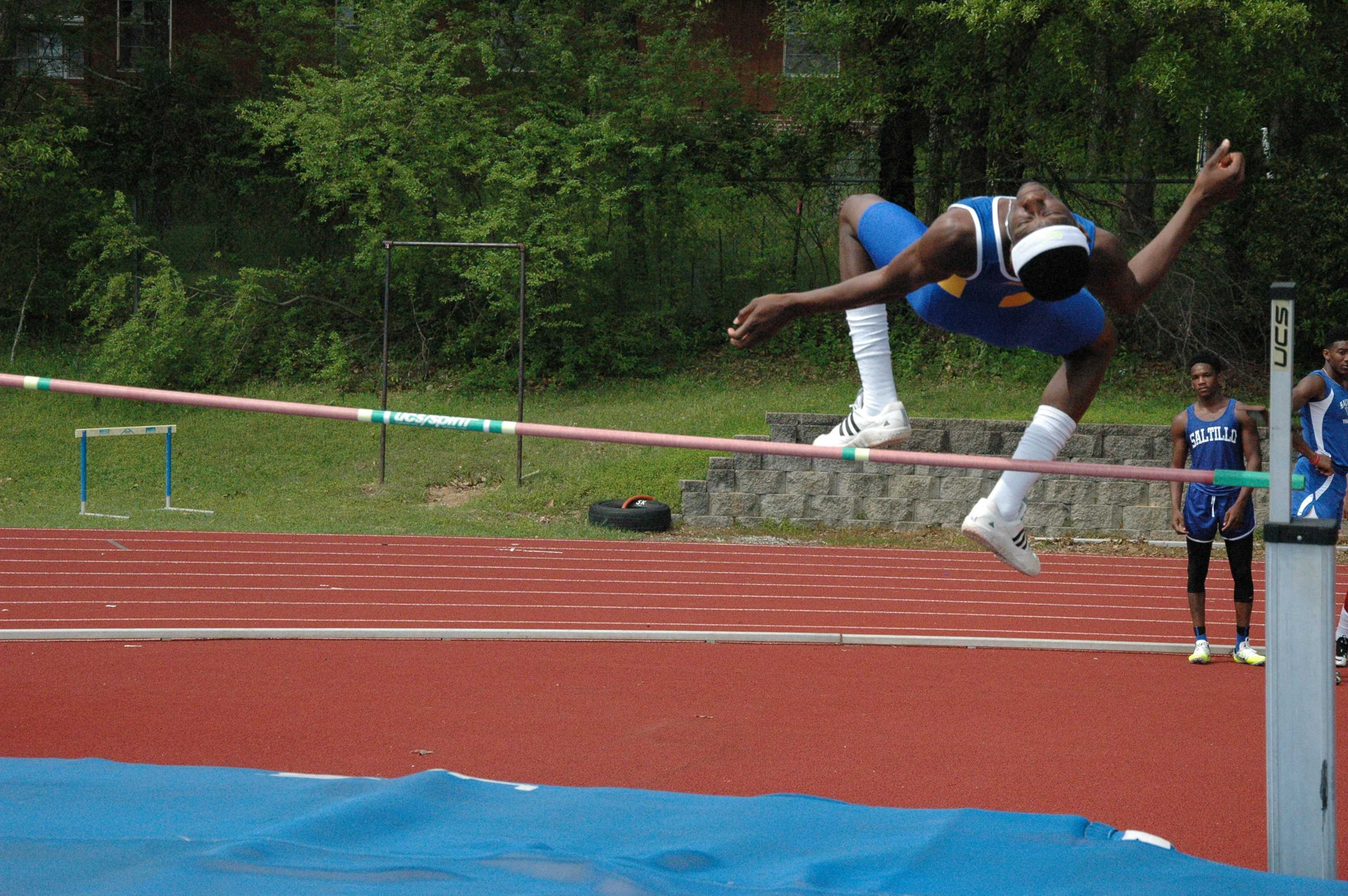 Shelby+McEwen+high+jumps.+McEwen+came+in+first+place+for+the+boys%27+high+jump.