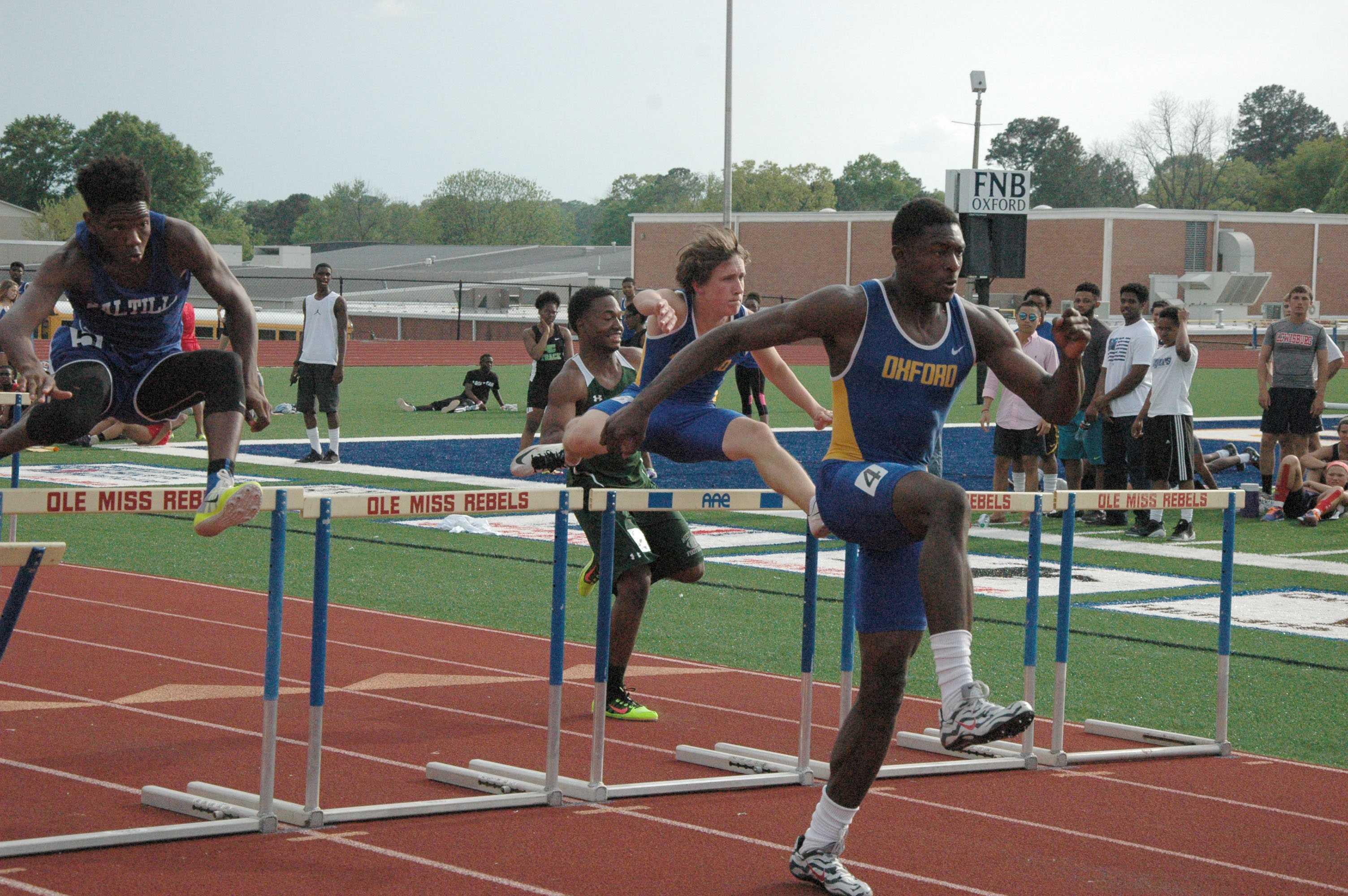 DK+Metcalf+and+Jared+Redding+running+the+boys%27+110+meter+hurdles.