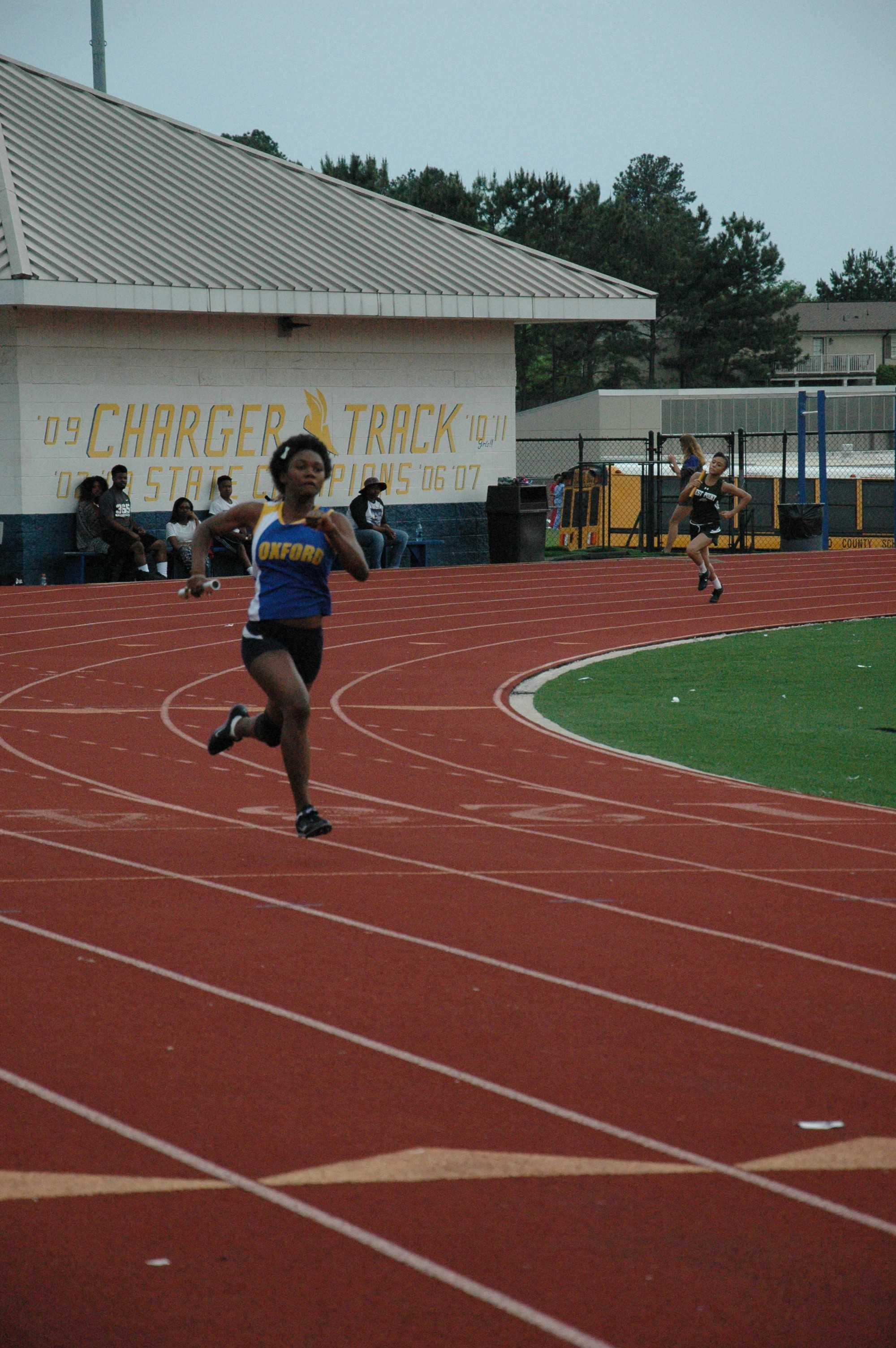 Kadijah+Ramsey+running+the+girls%27+4x200+meter+relay.