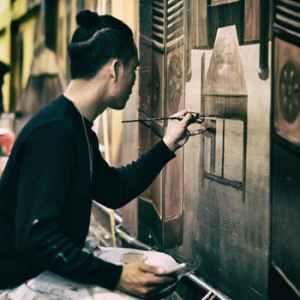artist painting on wall. Smartphone Art Marketing Video Idea 5:Interactive Video