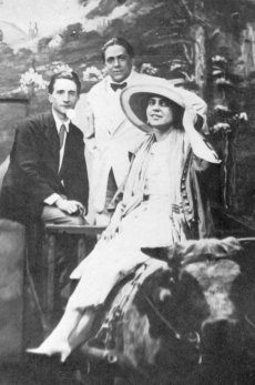 Marcel Duchamp, Francis Picabia, and Beatrice Wood at the Broadway Photo Shop, New York City, 1917. Photo courtesy of the Beatrice Wood Center for the Arts.