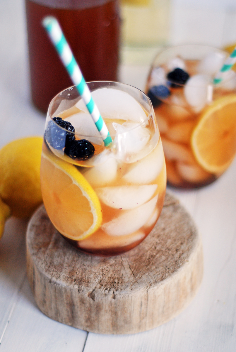 Blackberry Sweet Tea Sangria: Celebrate the summer with this deliciously refreshing sweet tea sangria, featuring fresh blackberries.