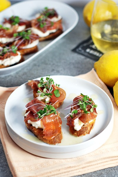 Prosciutto Crostini: These quick crostini feature crispy prosciutto, creamy burrata, and a simple lemon honey drizzle sauce.