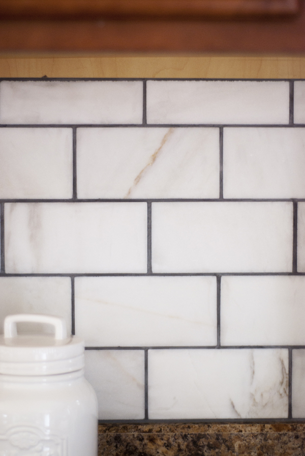 Looking for an easy and inexpensive update to your kitchen? Get some inspiration for updating your kitchen backsplash!