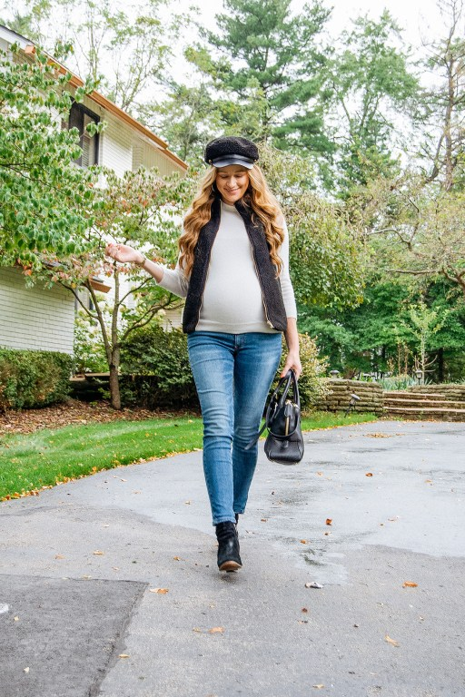 This black fuzzy fleece vest is the perfect neutral piece for layering this autumn, and it pairs perfectly with a casual night out look like this OOTD!