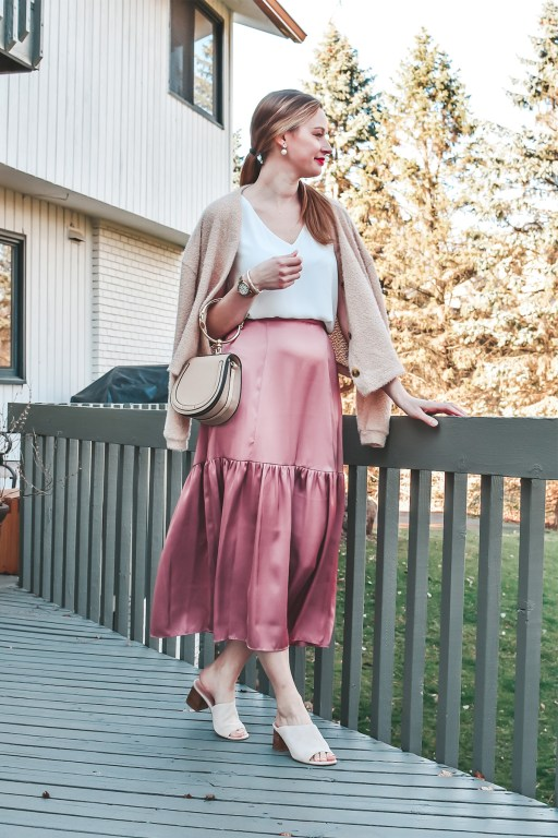 This pink midi skirt outfit is the perfect look for your spring and summer events!