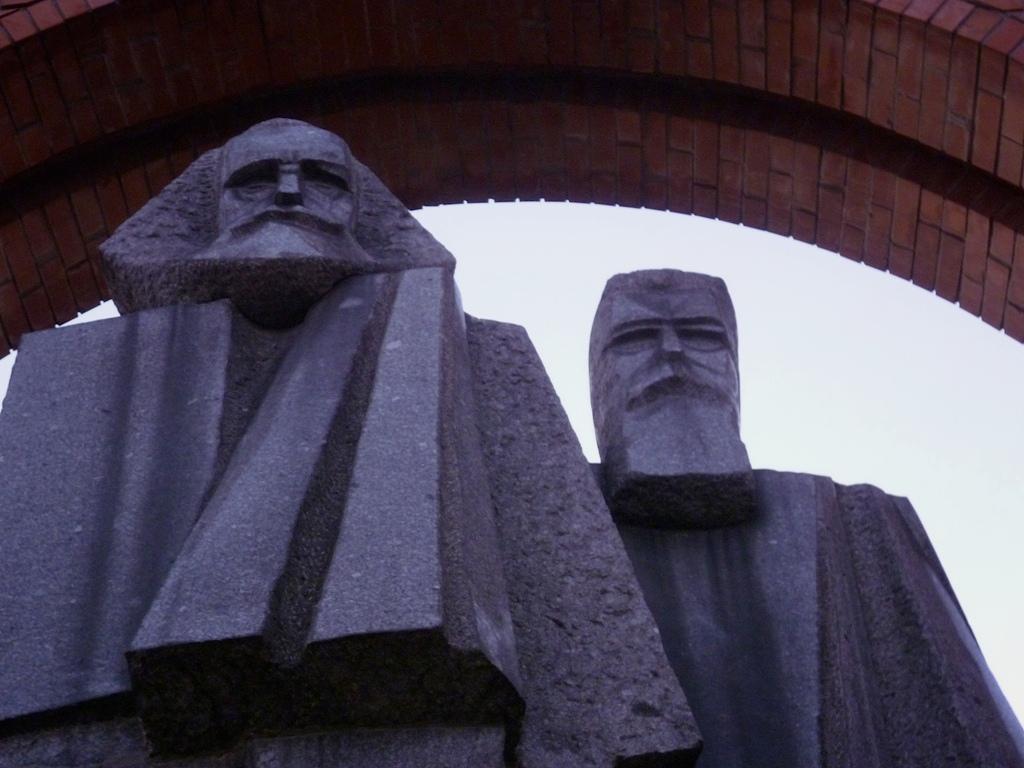 György Segesdi | Marx — Engels (1971). Boedapest | Budapest | Будапешт, 28-09-2011. Granit from Mauthausen, 1971. Original location: V. Jászai Mari tér.