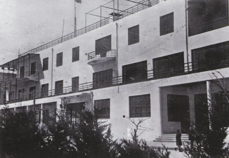 Facade of Aleksandr and Leonid Vesnin, workers club in Azebaijan 1930s