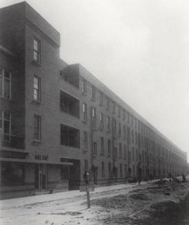 Photo of Oud's Spangen municipal housing scheme, block 9 (1923)