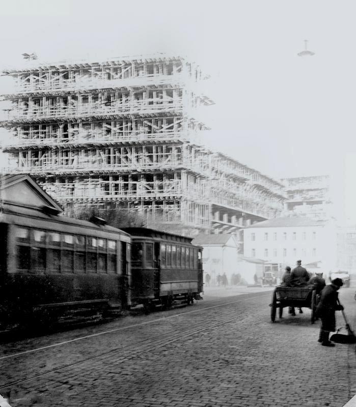 Corbusier's Tsentrosoiuz building under construction in Moscow, 1931