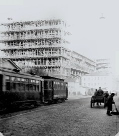 Corbusier's Tsentrosoiuz building under construction in Moscow, 1931