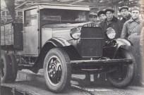 Сборка на конвейере. Первый автомобиль ГАЗ АА. 2 января 1932 года