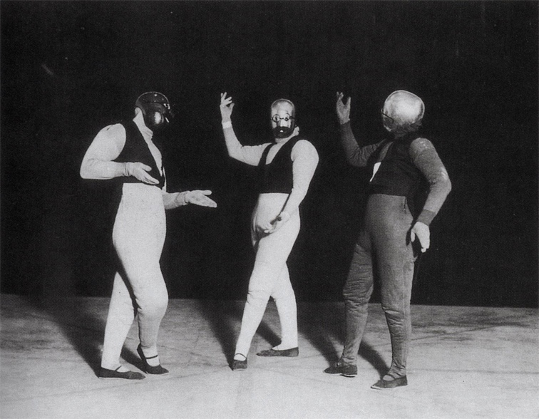 Illustration 10: Gesture dance I (Schlemmer, Siedhoff, Kaminskii), photo by Erich Consemüller.