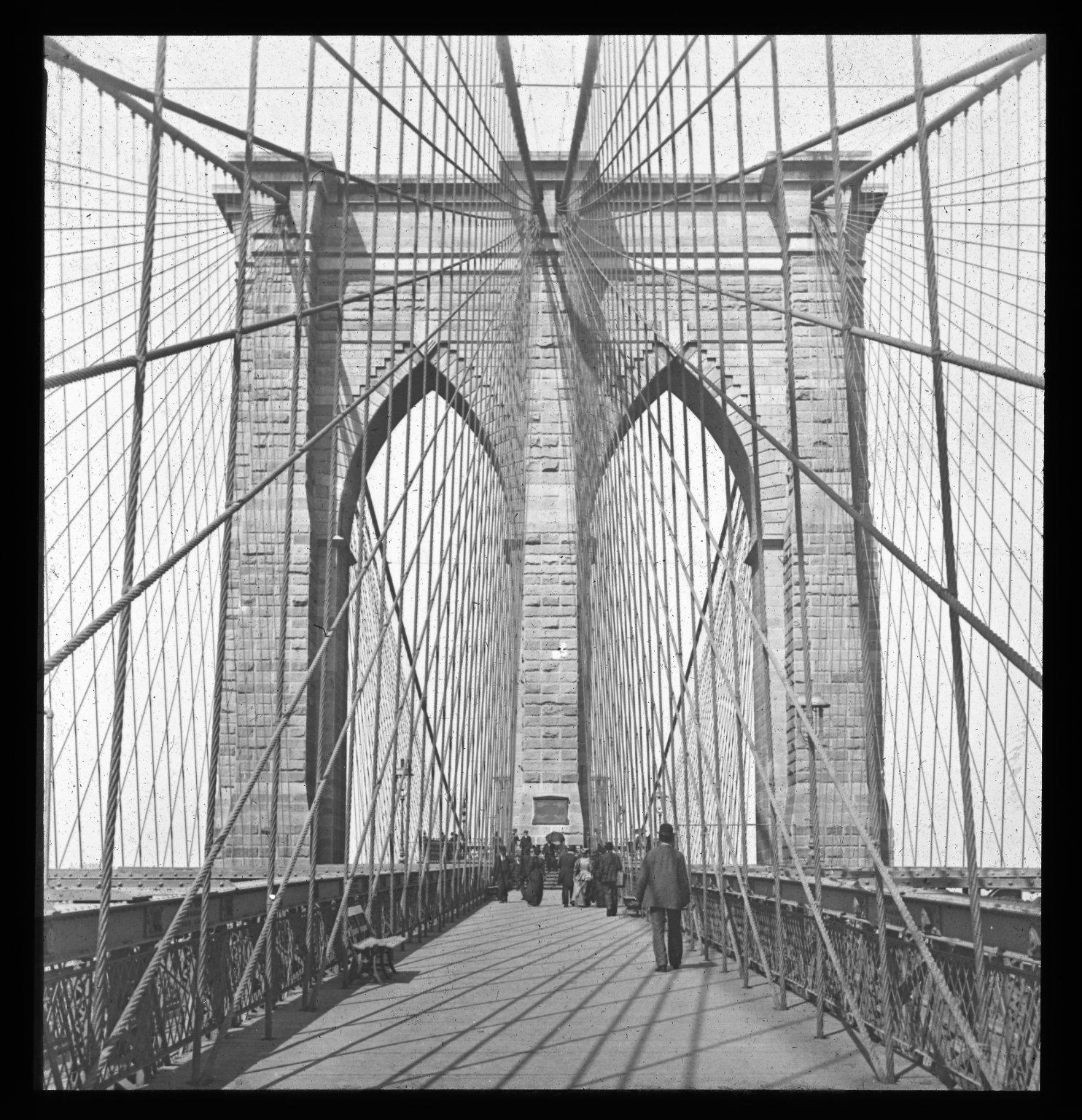 Pedestrian crossing at the Brooklyn Bridge in New York City (1896)