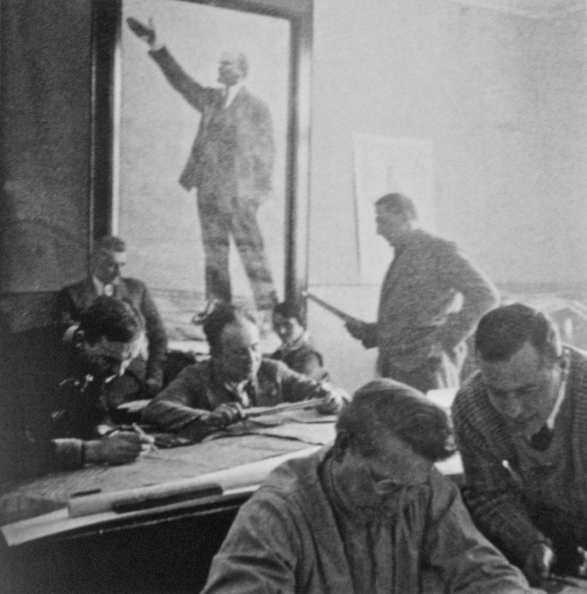 Working in a meeting room of a local soviet; front left Walter Schwagenscheidt, behind from left Carl Lehmann, Wilhelm Hauss, Ms. Struve, and Ernst May, circa 1931