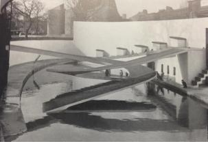 Berthold Lubetkin's Penguin Pool (built 1934)
