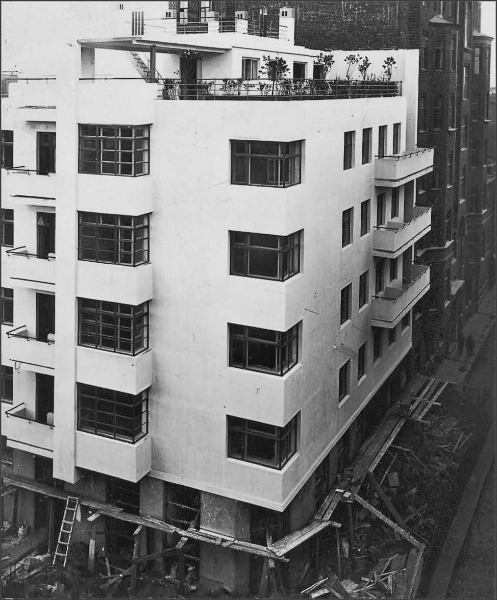 Moisei Ginzburg, Gosstrakh apartment building in Moscow (1926), under construction