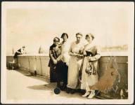 1921, июнь-июль. Во время съезда Коминтерна. Коллонтай с гостями съезда