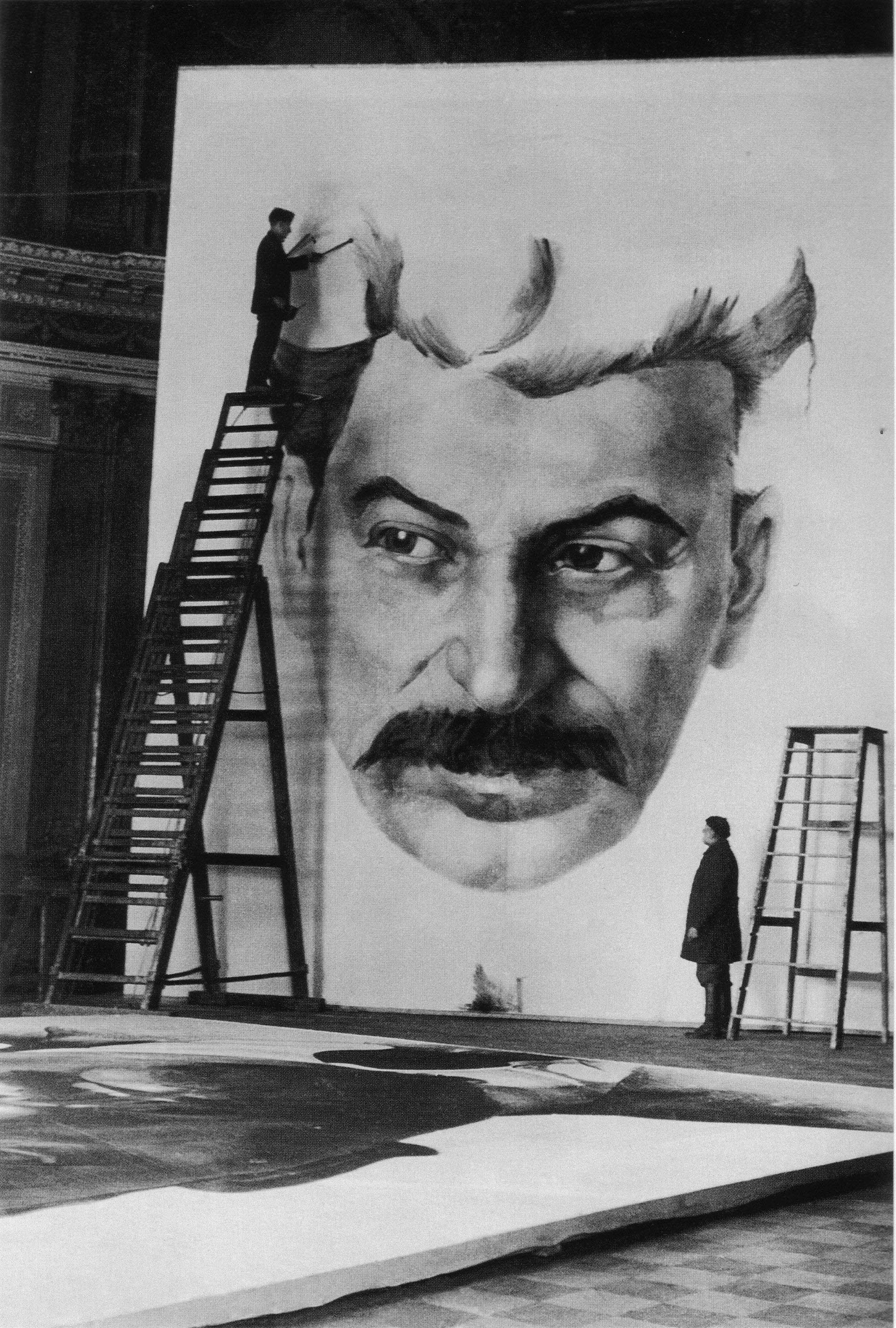 Stalin for the festive decoration of 1 May 1934 (photo by M. Mitskevich)