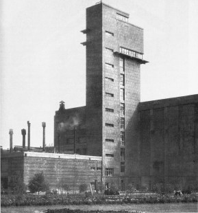 Kirov meat-packing plant in Leningrad, designed by Noi Trotskii, R. Zelikman, and B. Svelitskii (1931-1933)