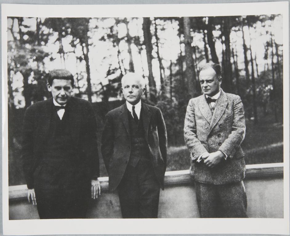 Gropius with Béla Bartók, and Paul Klee in Dessau, c. 1927