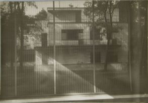 Josef Albers German (Bottrop, Germany 1888 - 1976 New Haven, Conn., USA) Bauhaus Masters Houses, Dessau, 1928-1930 Photograph, Documentary German, 20th century Gelatin silver print image- 11.9 x 17.7 cm (4 11:16 x 6 15:16 in.)