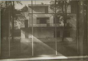 Josef Albers German (Bottrop, Germany 1888 - 1976 New Haven, Conn., USA) Bauhaus Masters Houses, Dessau, 1928-1930 Photograph, Documentary German, 20th century Gelatin silver print image- 11.9 x 17.7 cm (4 11:16 x 6 15:16 in.)