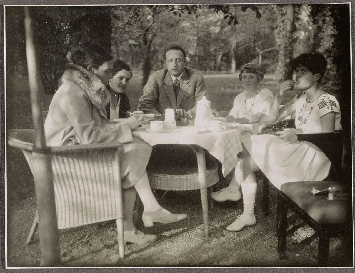 mendelsohn-family-2_large