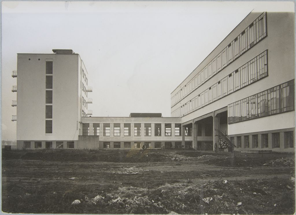 Unidentified photographer Bauhaus Building, Dessau, 1925-1926 e