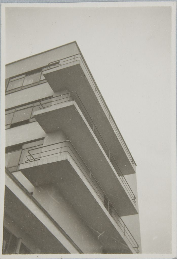 Unidentified photographer Bauhaus Building, Dessau, 1925-1926 v