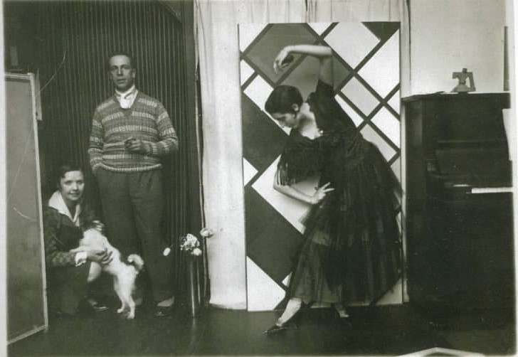 Nelly and Theo van Doesburg the dog Dada, dancer Kamares in front Counter Composition XVI, 1925. Counter-Composition XVI Theo van Doesburg