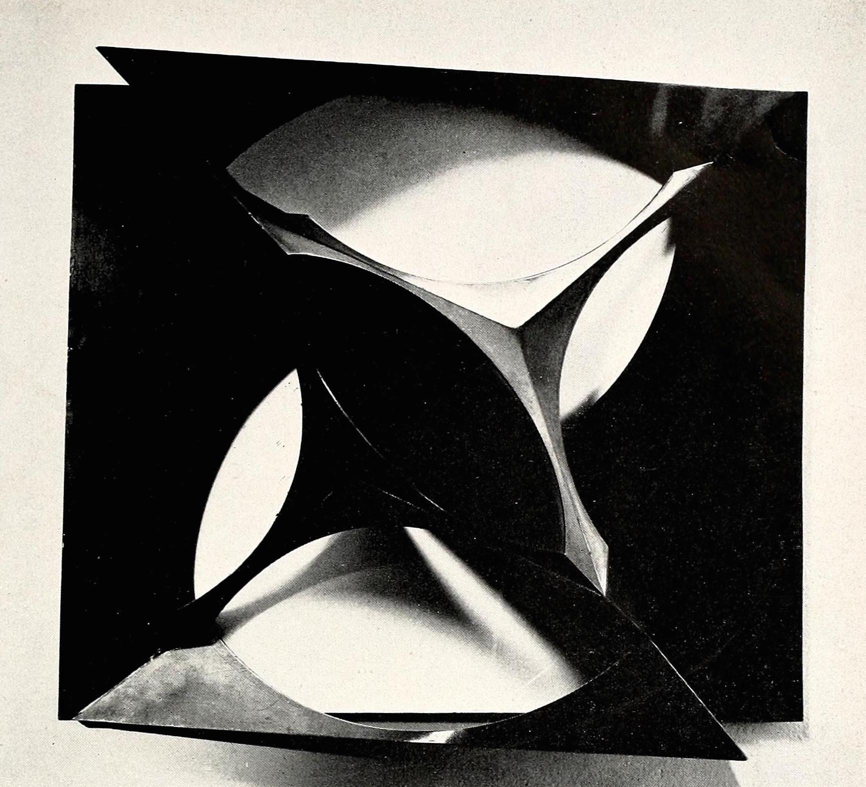 "Antoine Pevsner, construction (1932), tin and oxidized bronze on plastic base, 22,75 x 26,25"""