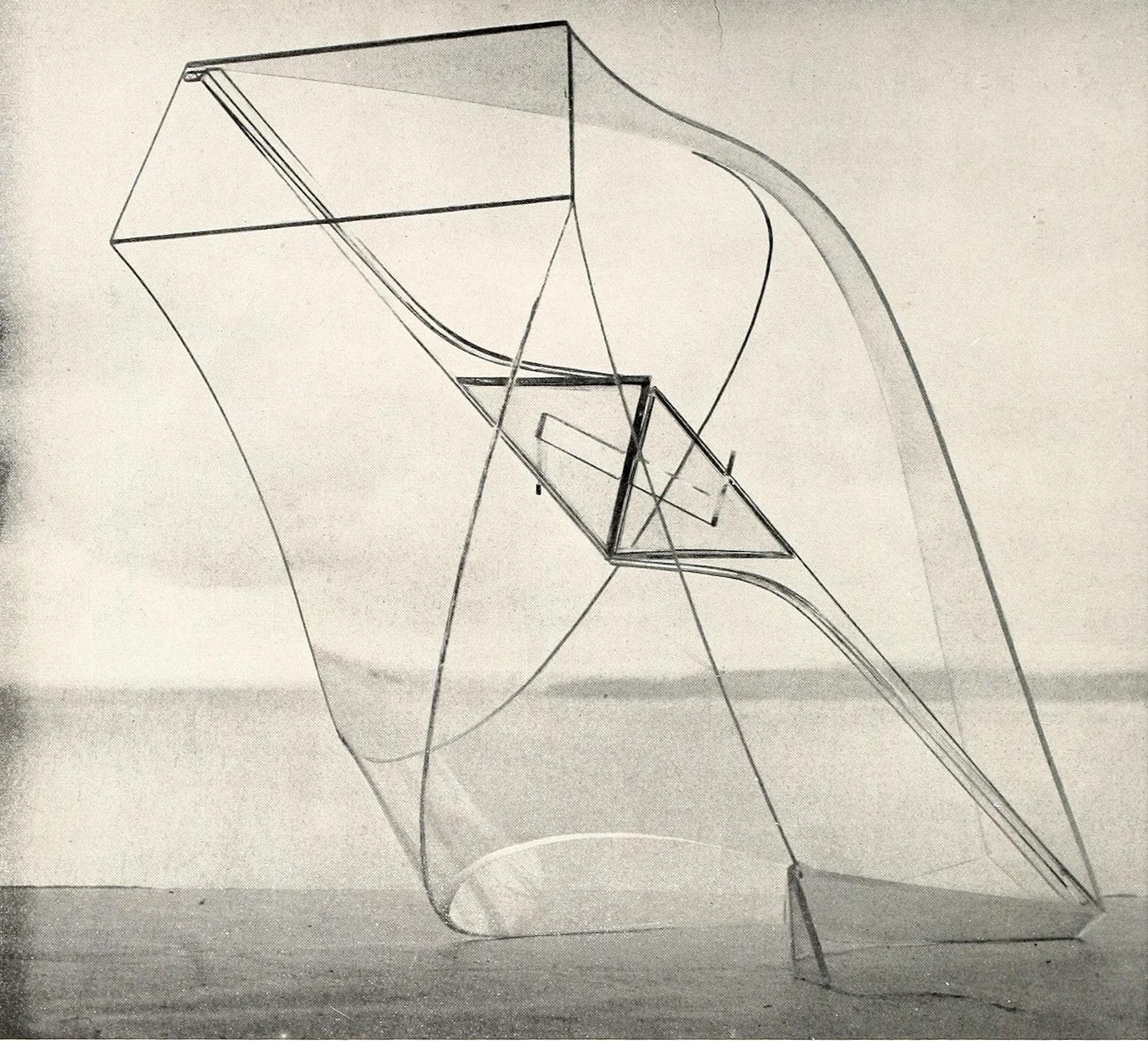 Naum Gabo, construction in space with crystalline center (1938), Plastic and crystalline, 18,5 inches wide