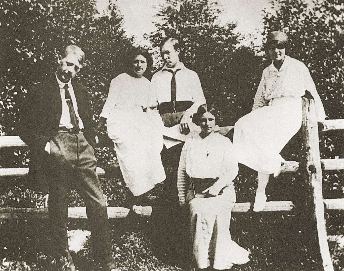 Tatlin and colleagues, 1915
