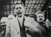Bukharin meeting Maksim Gorkii at the train station, 1928