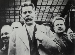 Bukharin meeting Maksim Gorkii at the train station, 1928
