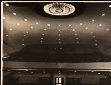 Hans Poelzig _ Albert Vennemann Deli-Lichtspiele, Breslau Zuschauerraum - Rang von der Bühne her gesehen Inv.-Nr. F 1729a