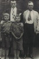 Маяковский с Д.Д. Бурлюком и его сыновьями. Нью-Йорк. 1925