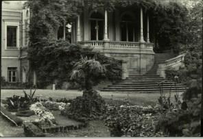 Margaret Bourke-White, Mansion of Czarist era now a Government House (Tiflis, 1931)