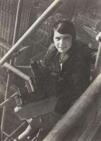 Photographer unknown, Margaret Bourke-White on Chrysler Building Scaffold, New York, 1930. Syracuse University Library, Department of Special Collections.