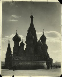Margaret Bourke-White, St. Basil's Russian Orthodox Cathedral in Red Square (Moscow, 1930)