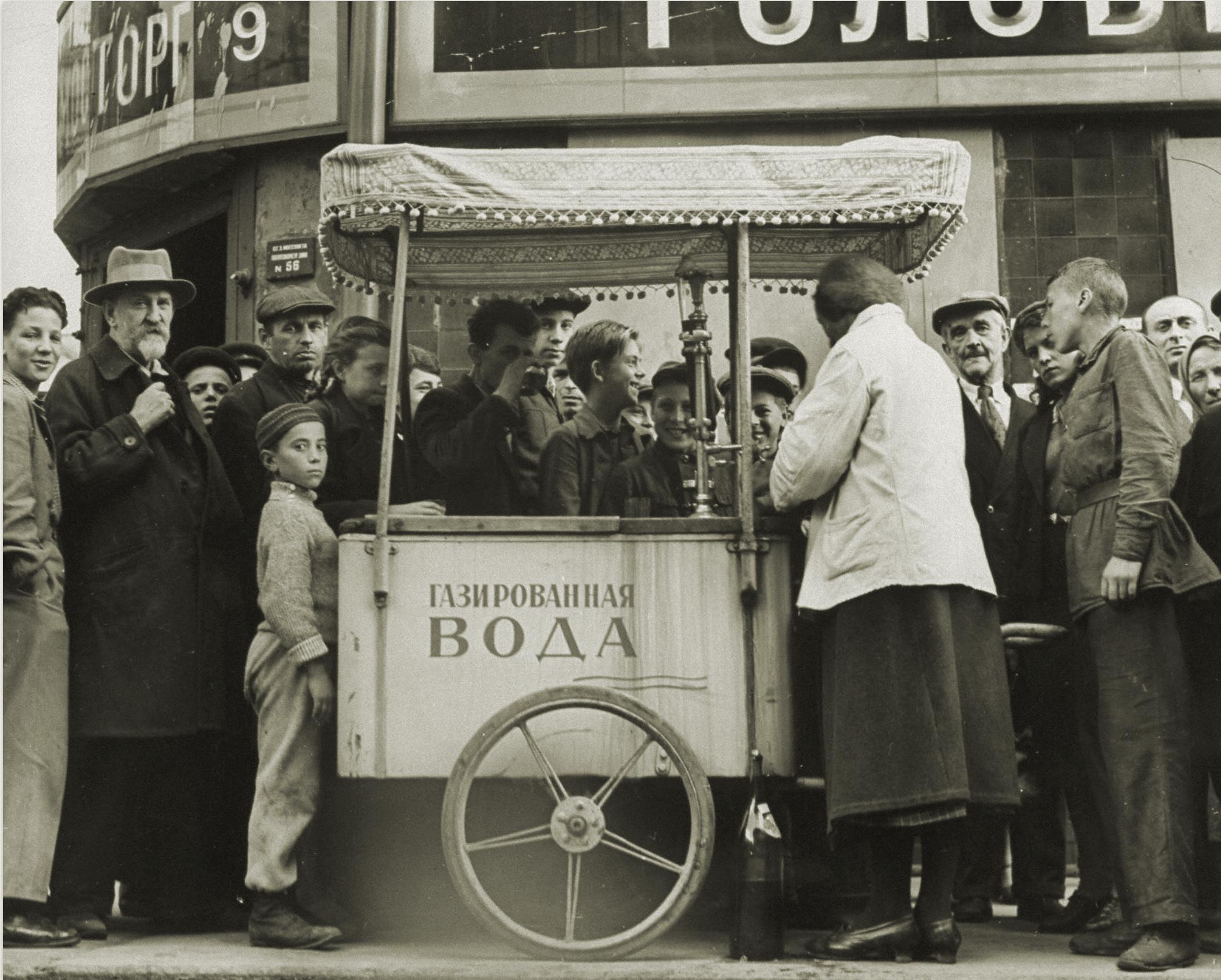Margaret Bourke-White, Woman street vender selling fruit & water fr. her cart on Kusnetsky St (Moscow, 1941)