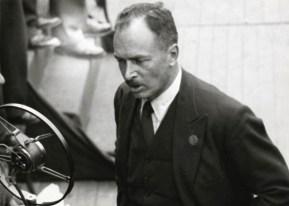 Hendrik de Man als spreker op een meeting. Jaren 1930