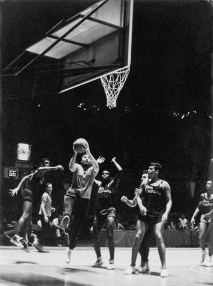fidel-castro-playing-basketball-14695445_10111950646415674_4977914291389126455_n