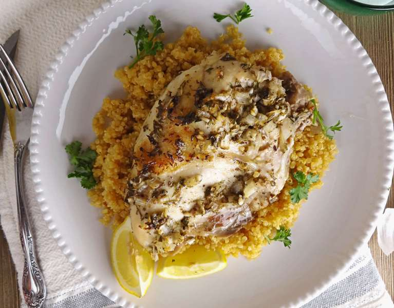Oven Roasted Greek Chicken with Lemon Quinoa is an easy weeknight dinner. Click thru to get the recipe!