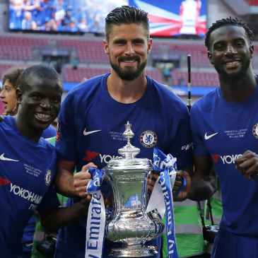 Olivier Giroud with the FA Cup trophy, could the Frenchman lift this famous trophy again under Thomas Tuchel after Chelsea beat Manchester City? (Photo by Chris Brunskill Ltd/Getty Images)