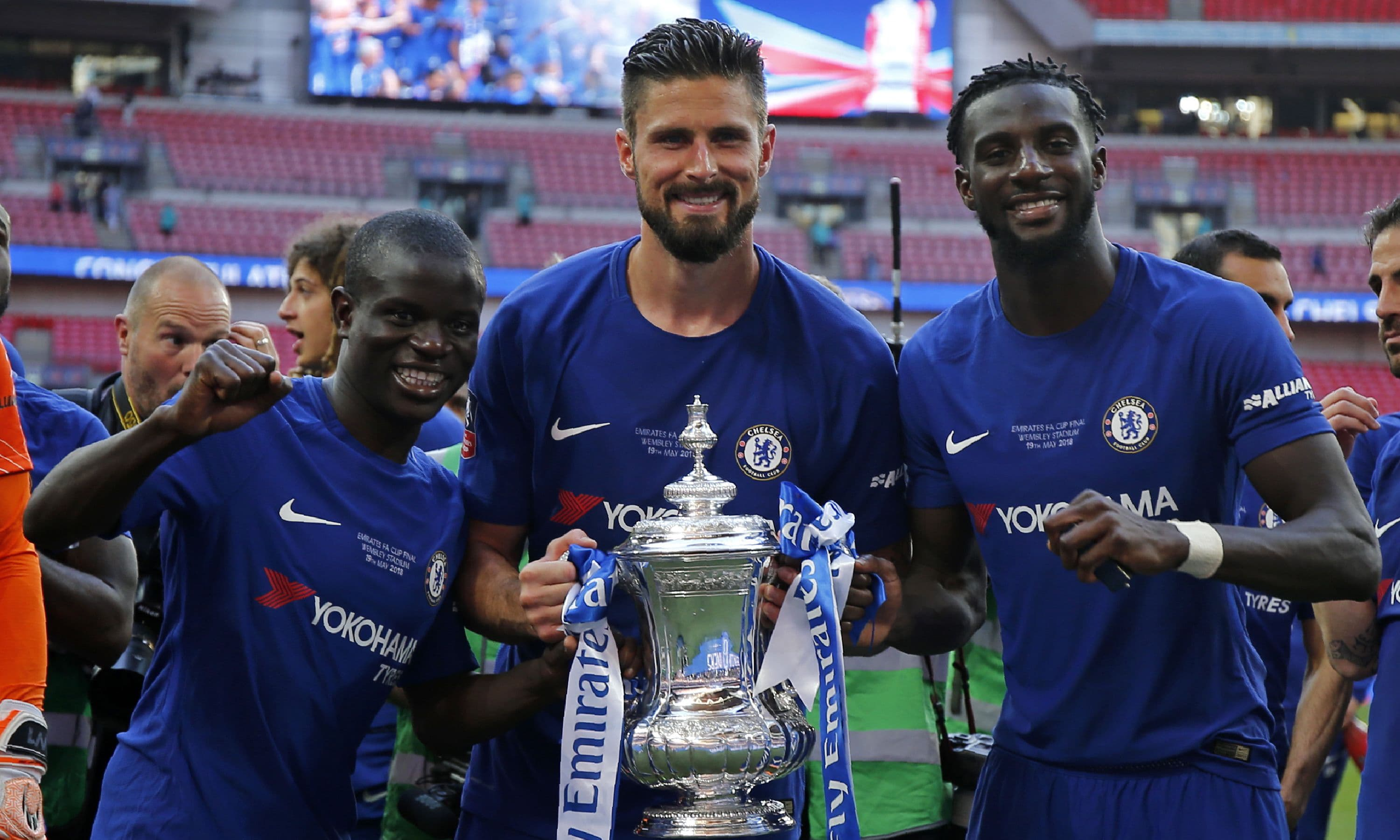 Olivier Giroud with the FA Cup trophy, could the Frenchman lift this famous trophy again under Thomas Tuchel?