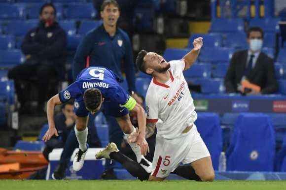 Chelsea 0-0 Sevilla - Jorginho booked for a silly foul.
