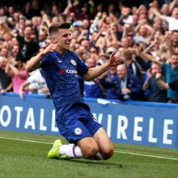 Mason Mount grabbed his first Chelsea goal against Leicester City at Stamford Bridge. (Photo by Daniel LEAL-OLIVAS / AFP)